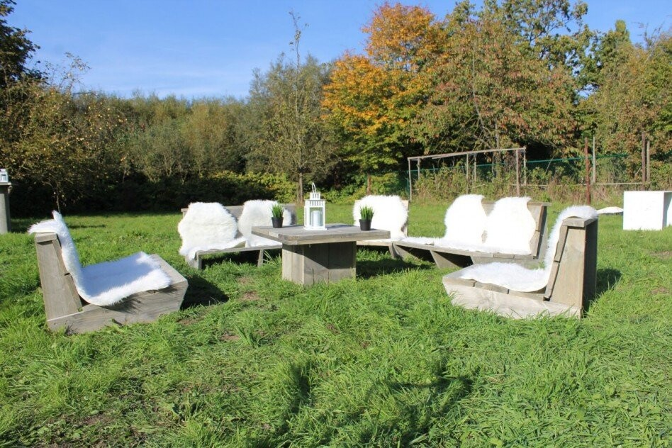 Lounge set uit steigerhout met vacht in Lier