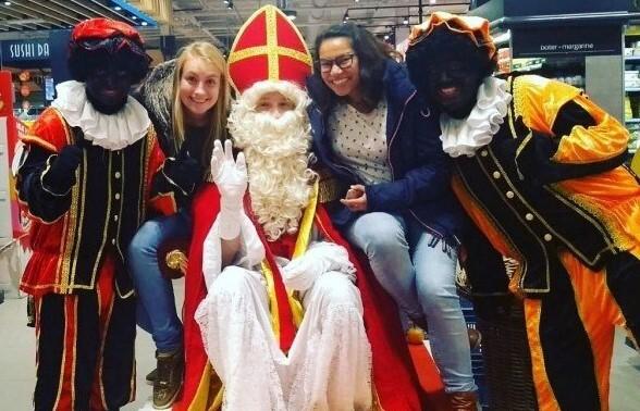 Birgit en Fiona op bezoek bij Sinterklaas en pieten in mechelen