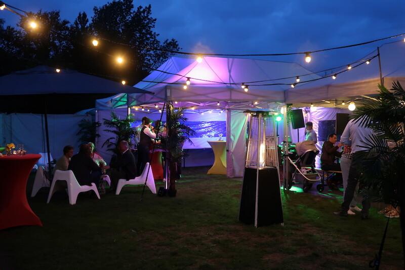 Tuinfeest met verwarming, verlichting, meubilair en tenten